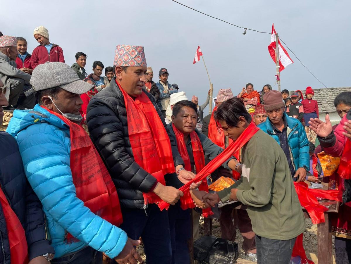विरोध सभामा ५८ नेकपा कार्यकर्ता कांग्रेसमा प्रवेश, रामहरि खतिवडाले गरे स्वागत