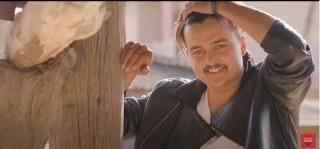 मोडलिङ क्षेत्रमा राज गर्दै आएका मोडल ओबी रायमाझीले आफ्नै आवाजमा ल्याए  'रेलको तखत...'  [ भिडिओ ]